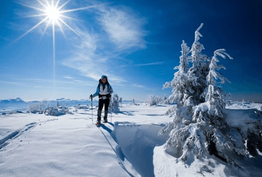 winter-hiking-snow